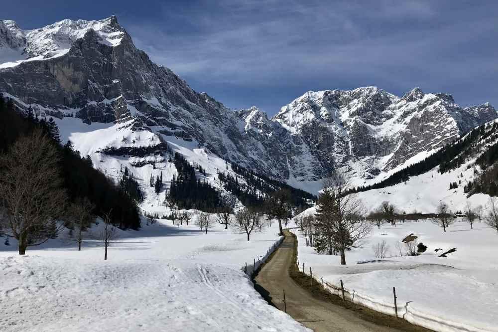 Frühlingswandern Karwendel: In der Eng liegt noch viel Schnee