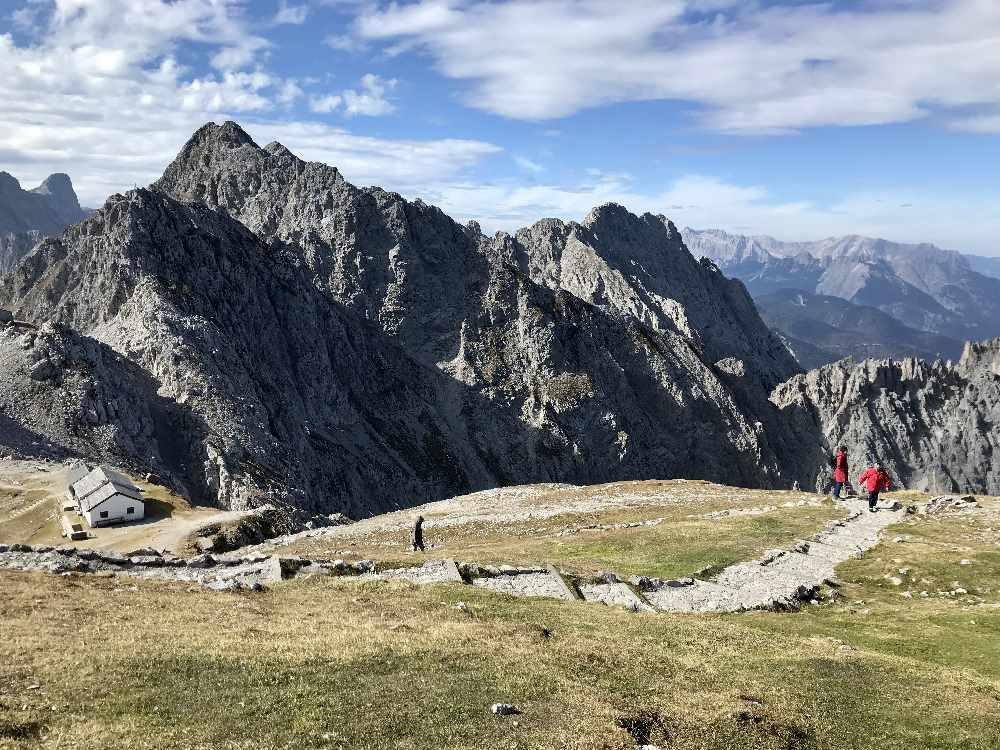Karwendel wandern Innsbruck - hier das Top of Innsbruck am Hafelkar in Tirol